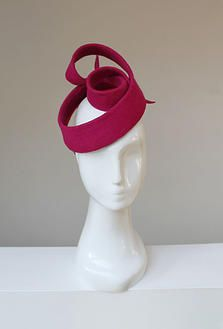 Red Fascinator Hat by Penny Chu / CHUCHUNY.COM #millinery #judithm #hats