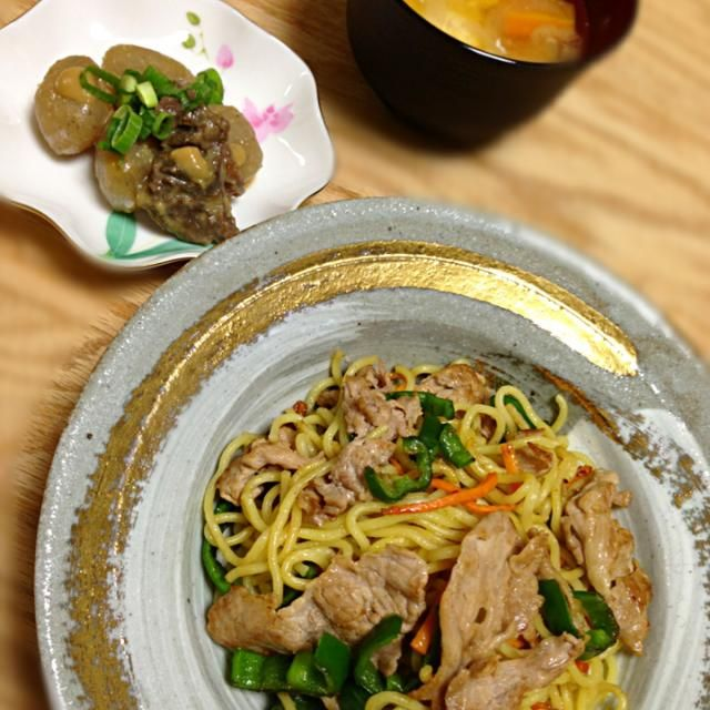 ソースもイイけどたまには塩も♡ *塩焼きそば *土手焼き *落とし卵のお味噌汁 - 5件のもぐもぐ - 塩焼きそば&牛スジ土手焼き by yukibo