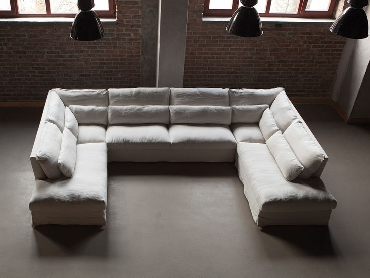 Store| Sits - Handgjorda stoppmöbler i hög kvalitet. SARA är en vacker och elegant serie där möjligheterna är många när det gäller form, färg och storlek. Möbelns material gör den otroligt mjuk och bekväm att sitta i och även kuddarna hjälper till att skapa den där lilla extra komforten. Serien går att få i 2-sits, 3-sits, 4-sits, fåtöj, hörnsoffa och mycket mer. Skapa ett mjukt och stilfullt intryck i hemmet med SARA-serien.
