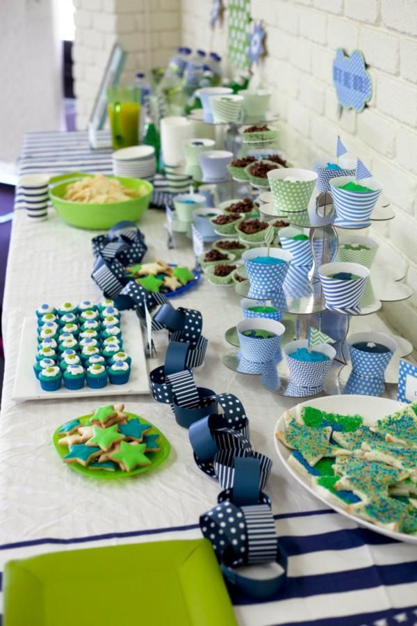 like the paper chain just laying on the table, and the colors are fun for a boy | repinned by www.imagine.willo...