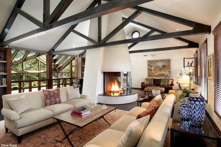 都会の喧噪から逃れる米コネティカットの邸宅【写真】 http://on.wsj.com/1KLfaO3 欧州風のデザインが特徴で、庭の美しさを満喫するために改装を繰り返したという