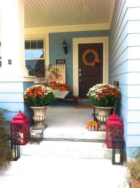 Such a great Fall front door entrance.