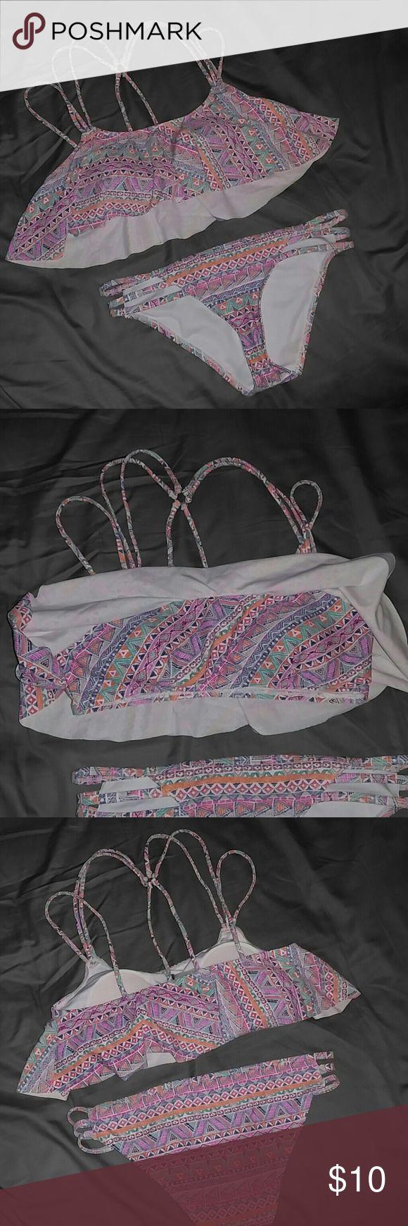 Aztec Bikini Medium Strappy Aztec pattern LA Hearts Bikini size medium. Super cute flowy top with shelf bra with built in cups. Strappy top and bottom pieces LA Hearts Swim Bikinis