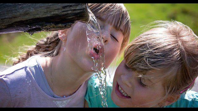 Slowenien verankert Recht auf Trinkwasser in Verfassung / Noch einen Schritt weiter ging kürzlich Neuseeland, ein Fluss wurde offiziell als Lebewesen anerkannt, Indien zieht jetzt nach. Ressource d…