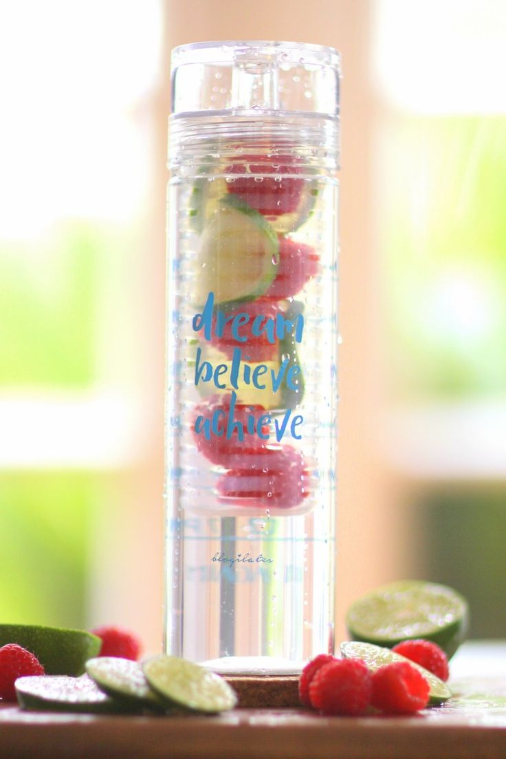 Detox Timer Bottle that makes drinking water FUN! These tall, clear, and inspirational Detox Timer Bottles have a fruit infuser basket to make your water tasty as well as timestamps on the back to help you reach your water goals hourly. Large capacity infuser basket for more fruit! #detox #detoxwater #flattummy #clearskin