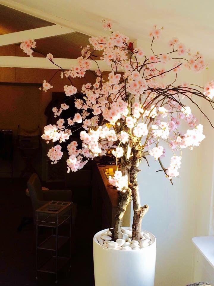 Bloesemboom in de salon jouw droomhaar in voorschoten van remko harms la the voices zijden - Salon decoratie ideeen ...