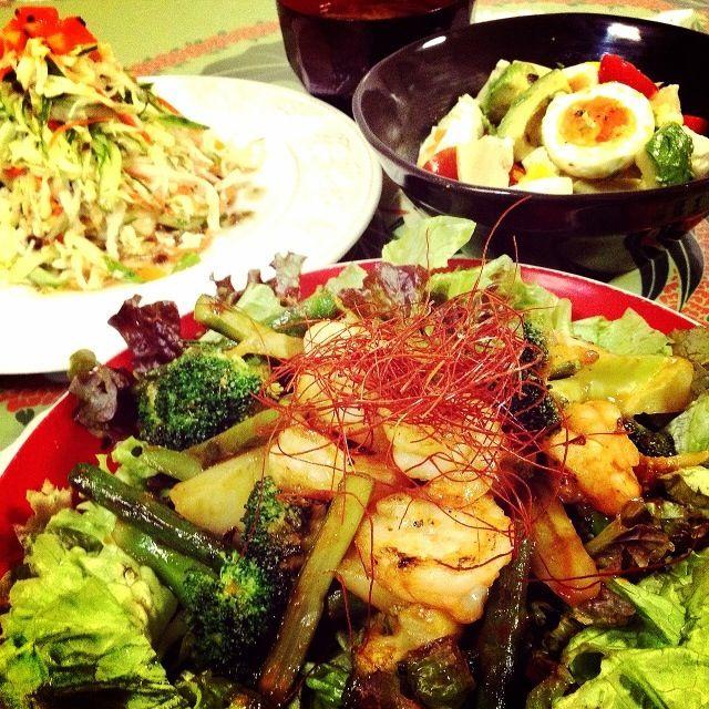mikisawaみきちゃんの献立の真似をしようとしたら、メインのマヨネーズがない とりあえず、アレンジしました - 213件のもぐもぐ - ・海老とブロッコリーのナポリタン風味炒め(レシピ)                                            ・野菜いっぱいコールスロー                ・ゆで卵とアボカドの和風ドレッシングサラダ by 1125shino