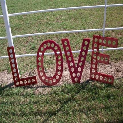 vintage highway letters- LOVE in redGuest Room, Vintage Highway, Metals Vintage, Tops Junkin, Round Tops, Room Inspo, Highway Letters