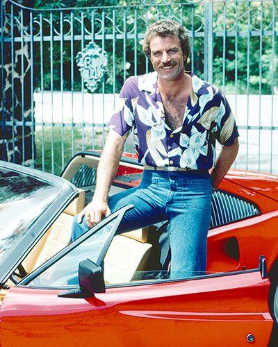 Magnum. L'éternel Tom Selleck, sa Ferrari et sa chemise hawaïenne toujours ouverte sur un torse viril.