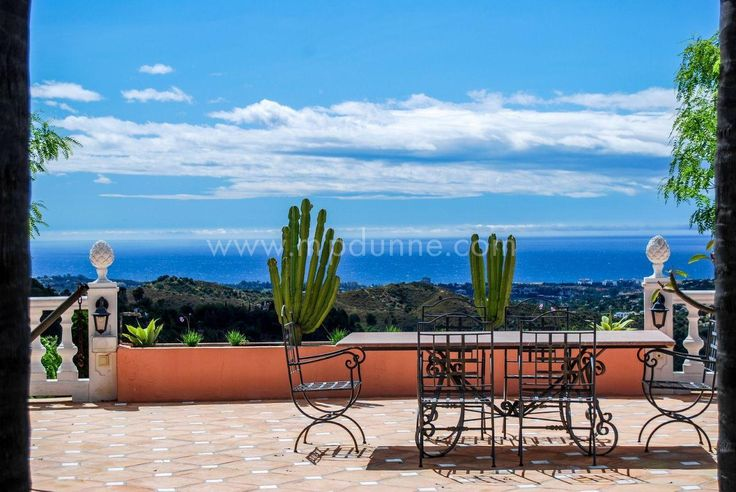 This Stunning south-facing 12 bedroom property which enjoys spectacular mountain and sea views, set in beautiful mature tropical gardens.Find out more here http://www.mpdunne.com/en-MPV2290_villa-el+madronal-benahavis.html