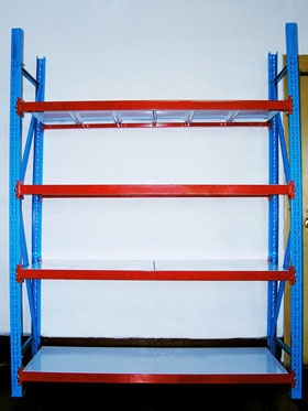 Longspan shelving is ideal for the manual storage of light to medium duty goods. It provides an optimal solution for different SKUs in small or variable quantities and with staggered turnover. Beam profiles are designed with a P-shape, thereby making shelves more stable.