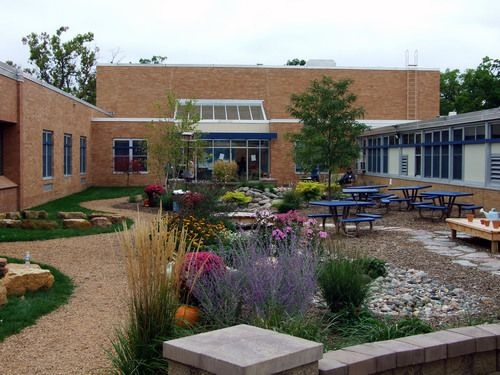 Deephaven Elementary School / Interactive Outdoor Classroom - I can't believe the beauty! It must be amazing to learn here!
