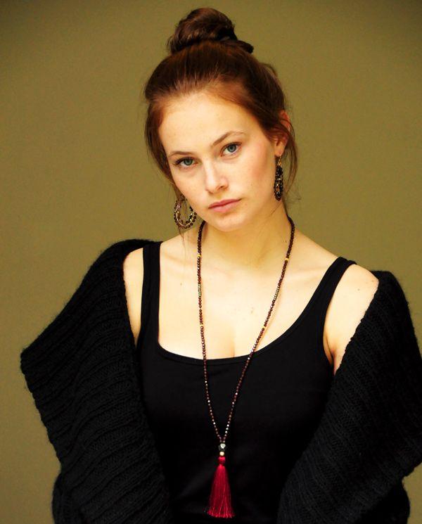 Mala Inspiration ketting 'vitaliteit' Carneool   InTu jewelry   model : Jenna Peij