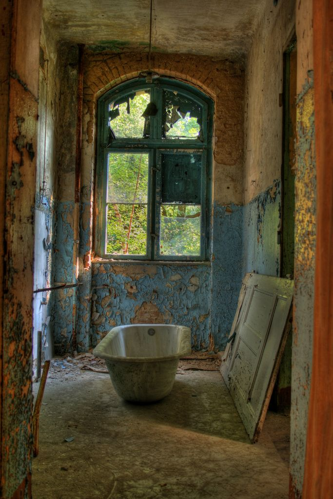 8 best abandoned bathroom images on Pinterest | Abandoned ...