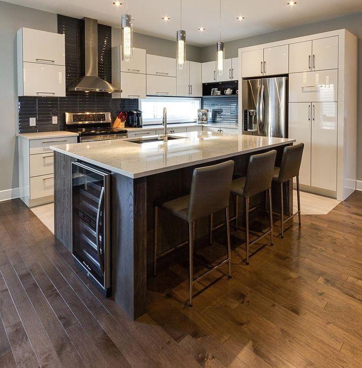 Fabrication et installation de meubles de cuisine sur mesure. Grand choix d'options • Vaudreuil-Dorion/Terrebonne • Armoires Sénécal & Fils (514) 453-0032.
