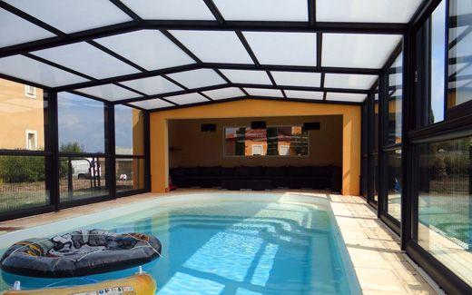 Abri de piscine haut : fabrication et conception Octavia  http://www.abris-piscines-octavia.fr/abris-piscines/abris-piscines-haut-3-angles/ #abri #piscine #haut