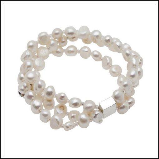 Sött armband med 3 rader av sötvattenpärlor från Pearls for Girls
