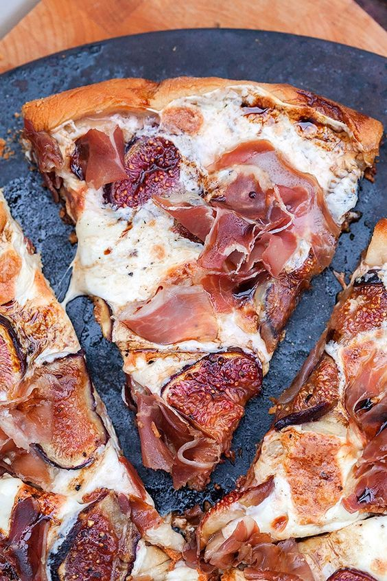 Fig and prosciutto pizza with balsamic drizzle
