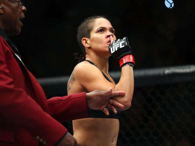 Amanda Nunes swiftly defeats Ronda Rousey at UFC 207 to defend women's bantamweight title