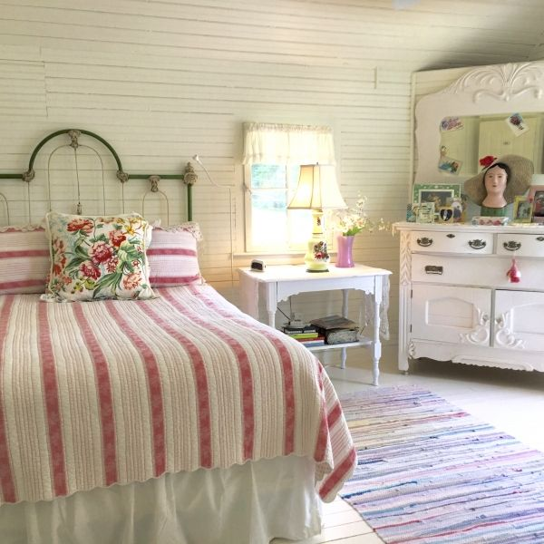 chic pinterest images style understated country on by charming bedrooms shabby bedroom best cottage ideas