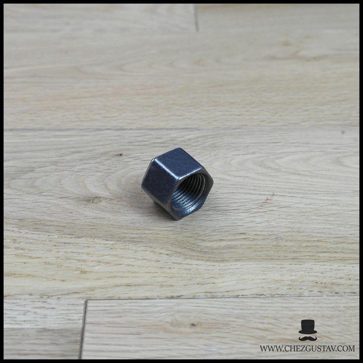 Bouchon femelle - 15/21 mm en fonte noire par ChezGustav sur Etsy https://www.etsy.com/fr/listing/557103385/bouchon-femelle-1521-mm-en-fonte-noire
