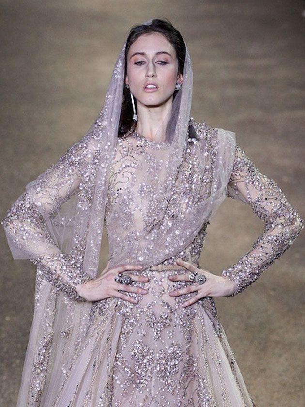 Esse vestido de noiva malva de Elie Saab é um sonho - e é um sonho caro, de US$ 300 mil!