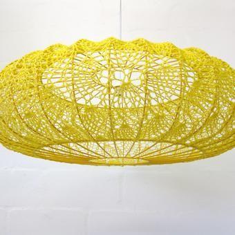 """Foto """"pinnata"""" dalla nostra lettrice Carla Covasce, blogger di Craft Patisserie crochet lampshade by moonbasket #crochet_luminary ... inspiration GB"""