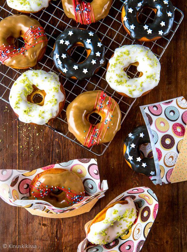 Uunissa paistettavat donitsit ovat tulleet suosituiksi kotileipureiden keskuudessa niiden helppotekoisuuden ansiosta. Vähemmällä rasvallakin selvitään, kun uppopaistamisen sijaan donitsit kypsyvät siististi donitsivuoan koloissa.