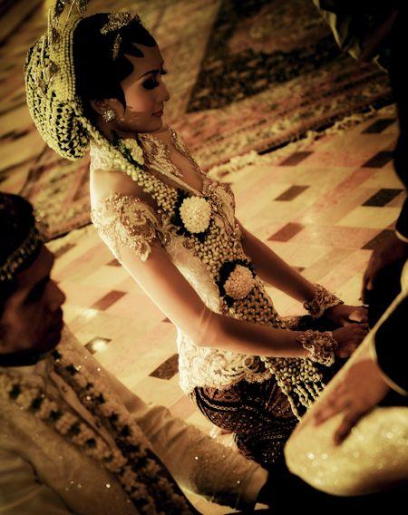 Modern desing wedding kebaya