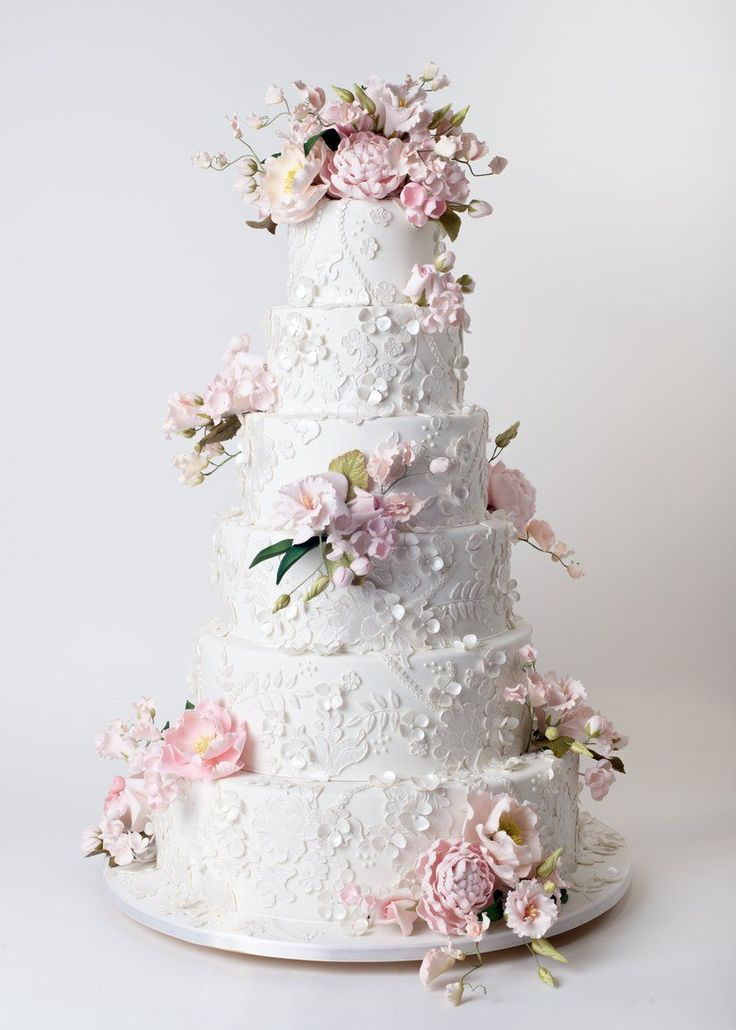 8 of the most elaborate wedding cakes... including beautiful designs from Ron Ben-Israel Cakes! :) #wedding #weddingcake