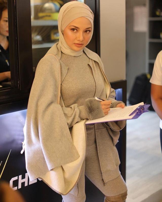 Hijab Baju Ketat