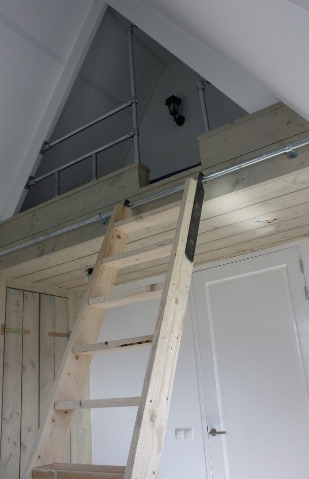 Zolder | Steigerhouten bed en kast op zolderverdieping Door joosan1970