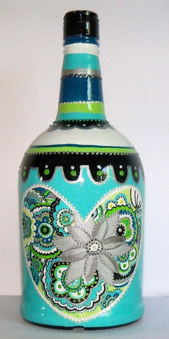botella pintada a mano con acrílicos, relieves y acabado brillante ,ideal para decorar cualquier espacio