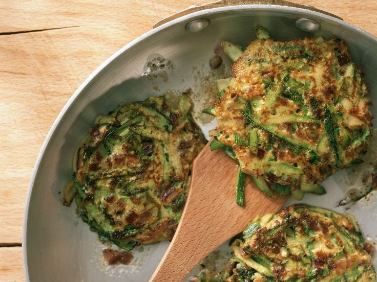 Zucchini-Puffer - smarter - Zeit: 30 Min. | eatsmarter.de