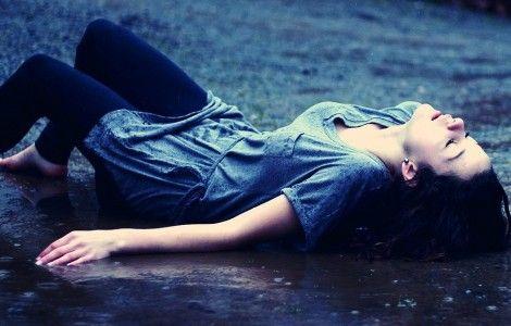 Alone Girl Wet Wallpaper