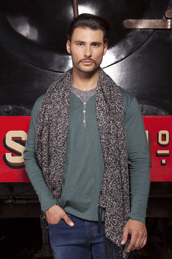 144606 CAMISOLA/SWEATER -- 146909 CACHECOL/SCARF -- 141539 JEANS