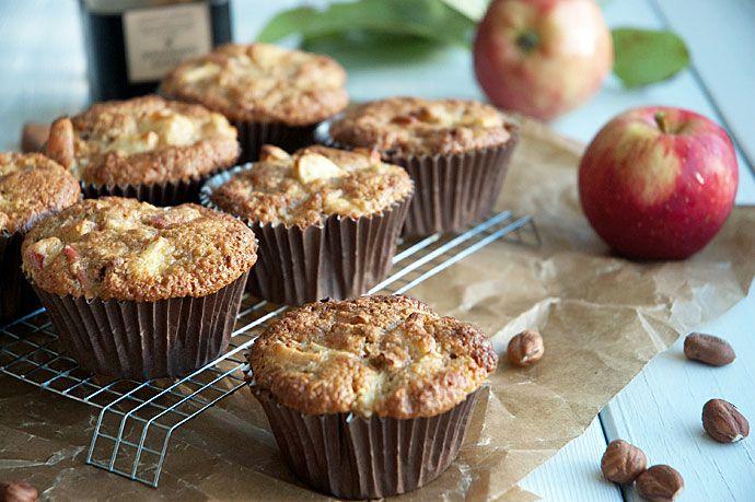 Opskrift på nemme og utrolig lækre æblemuffins og du kan lave disse muffins med æble på 10 minutter + bagetid - få opskriften lige her