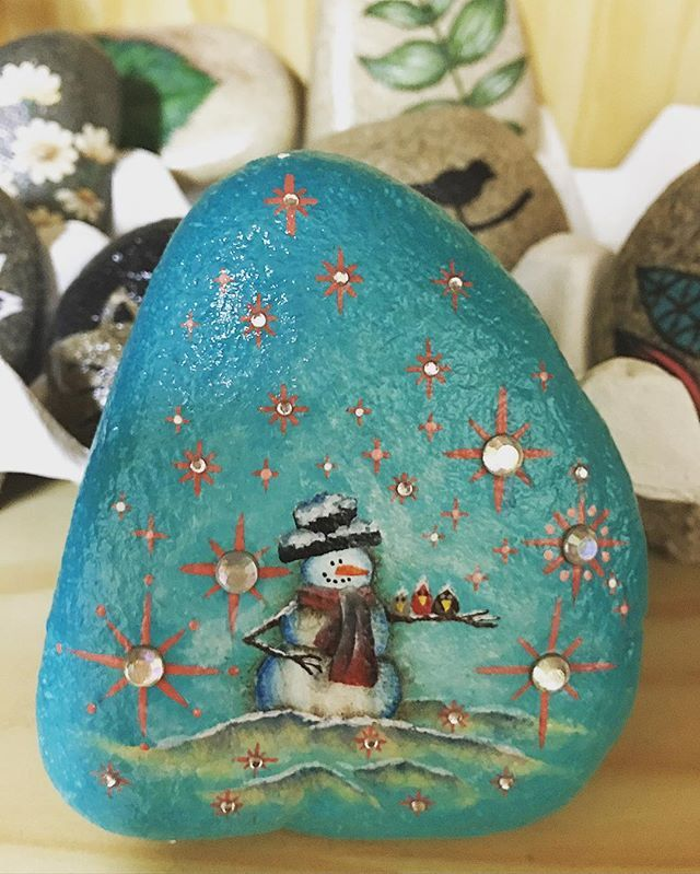 #ilovestone #paintedstones #stoneart #acrylics #snowman #눈 #과했어 #큐빅 #붙이기 역시 과했어... 과하면 모자르니만 못하다... 난 #여백의미 배워야...할 듯...
