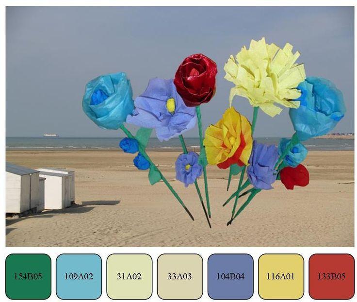 einde van het verlof, einde van de zomer en de zee, papieren bloemen op het strand