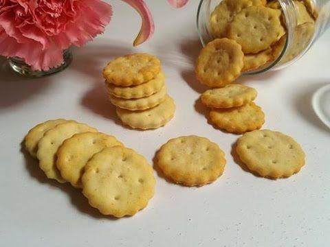 Velocissimi da preparare e piacciono sempre a tutti!..Crackers Ritz Fatti in casa ,ricetta semplicissima Ingredienti: 250 gr di farina 00 5 gr di zucchero 2 ...