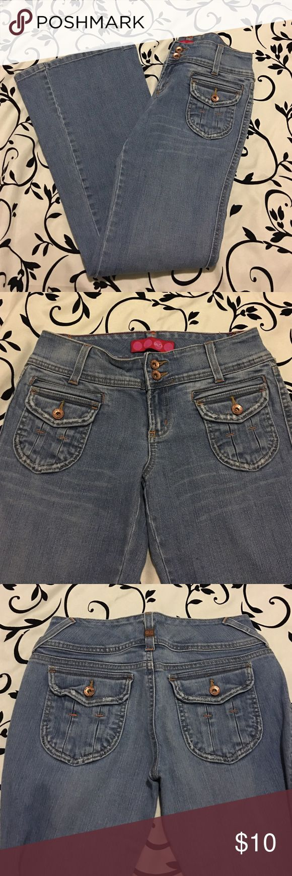 """Flo Light Denim Jeans ; Size 5 Flo Light Denim Jeans ; Size 5 (size 28); Previously worn; no stains or tears; waist 28"""" , front rise7.5""""; inseam 33""""; leg opening 10"""" Glo Jeans"""