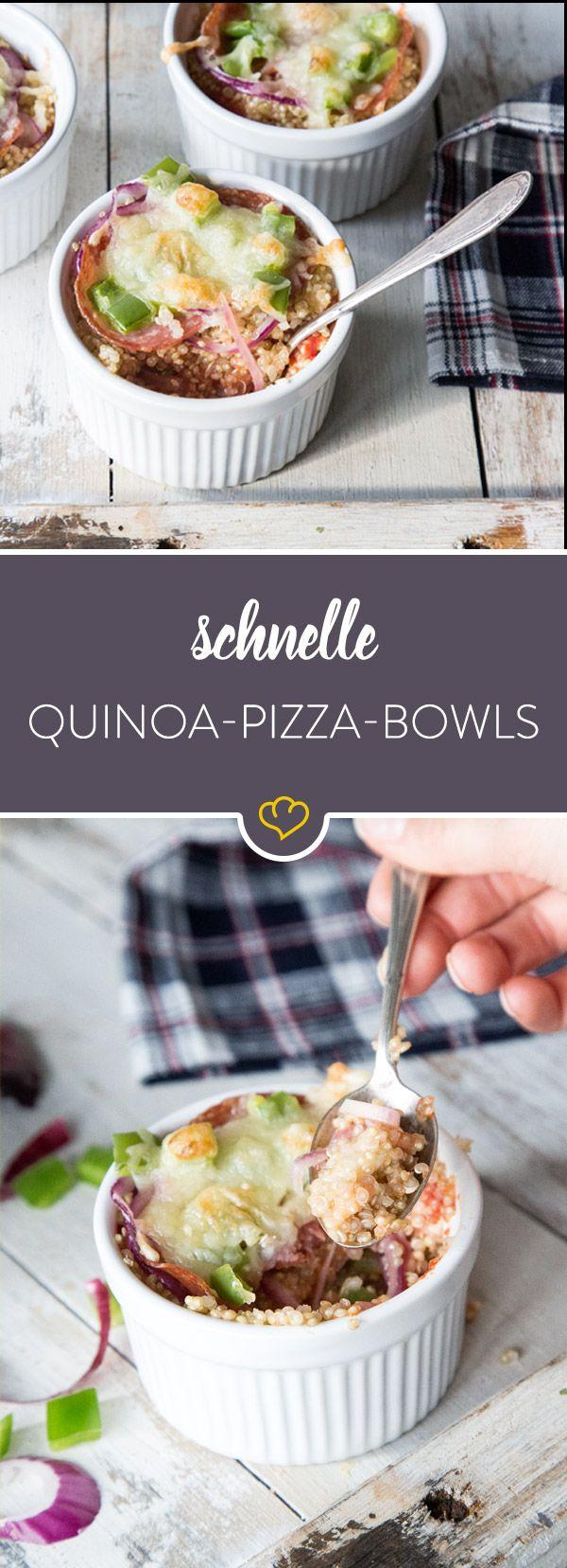 Diese Pizza löffelst du gleich aus der Form. Statt knusprigem Boden schichten sich Paprika, Zwiebel und Salami auf saftigem Quinoa - getoppt mit Mozzarella.