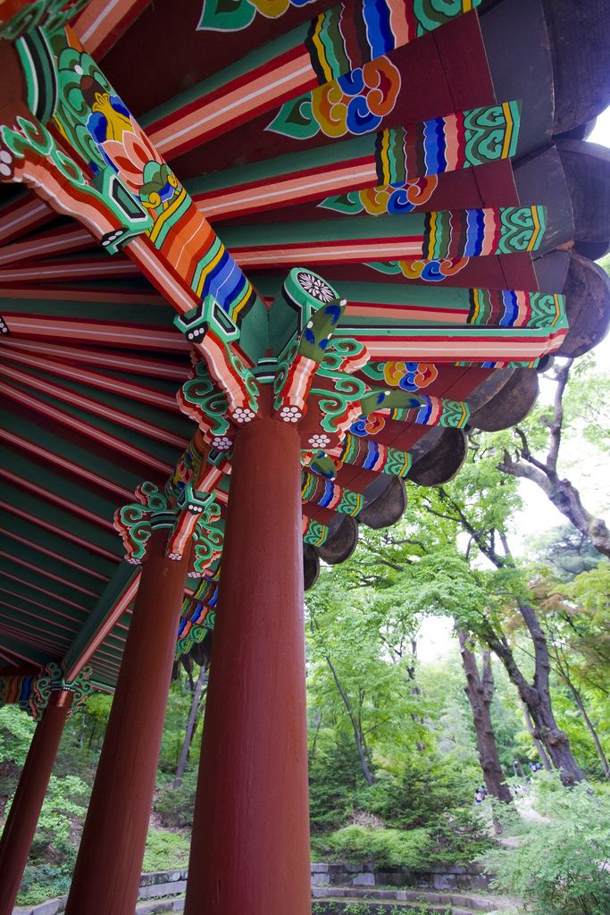 https://flic.kr/p/adtwQp | Seoul Eaves - Traditional Asian Architecture in Changdeokgung Palace | Inside the palace grounds at a pavilion in classical Asian style.- Traditional Korean architecture- Inside Changdeokgung Palace