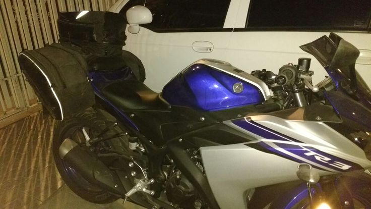 Alforjas y bolso para viajar  en una Yamaha R3.