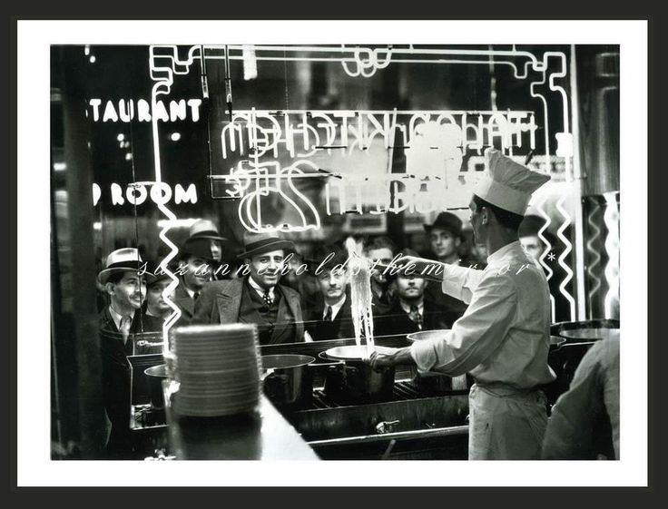 1940s NEW YORK CITY PASTA RESTAURANT CROWD WATCHING HUNGRY 11 X 14 EXHIBITION PH