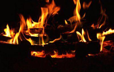 Drop natfyring i brændeovnen