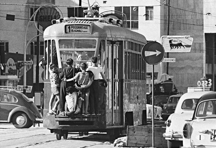 Napoli, 1960 - photo by Gianni Berengo Gardin