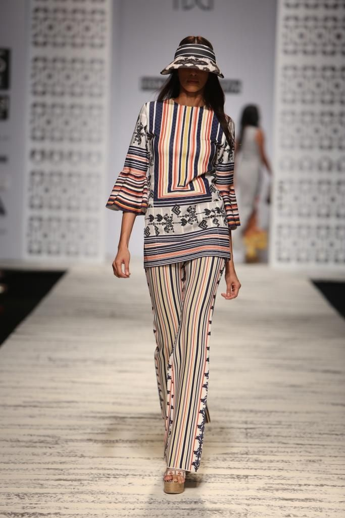 #wifw #wlifw #fdci #wifwss15 #ss15 #hemantandnandita #knot #vivid #lines #prints #fringes #layers #embroidery