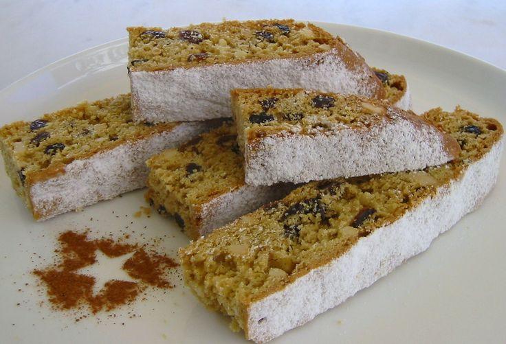Μια συνταγή για μια μοναστηριακή φανουρόπιτα, γραμμένη από μιαΠρεσβυτέρα τη 'Παρασκευή'. Απλή με τα συνήθη υλικά την οποία φτιάχνουμε διαβάζοντας μια ευχή
