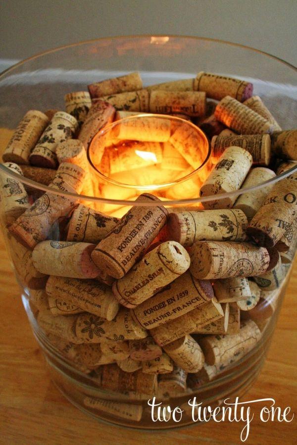 Curiosità dal mondo del vino e dintorni  - Porta candela ricoperto di tappi in sughero - by johnnie